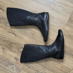 Tsubo Black Leather Zip Up Boots